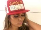 Raíssa Machado, rainha da bateria da Viradouro, abusa do decote em foto