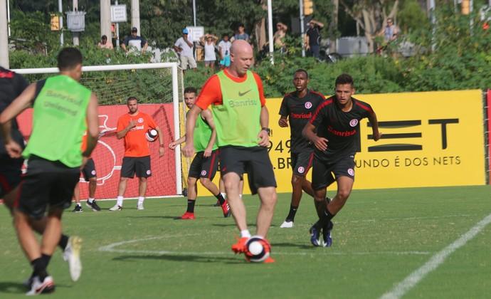 Zago participou do treino em campo reduzido no CT do Parque Gigante (Foto: Tomás Hammes/GloboEsporte.com)