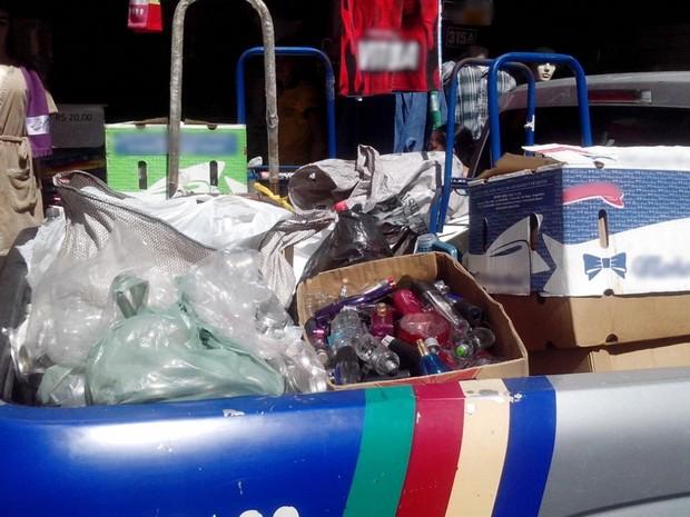 Material para a falsificação de perfumes foi apreendido pela polícia em Caruaru (Foto: Divulgação/Polícia Militar)