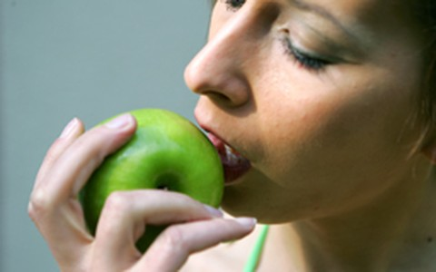 Companhia para jantar pode ajudar a emagrecer ou fazer engordar
