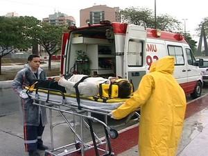 O taxista levava uma passageira para Jardim da Penha, em Vitória. Os dois se feriram e foram socorridos pelo Serviço de Atendimento Móvel de Urgência (Samu 192). (Foto: Reprodução/TV Gazeta)