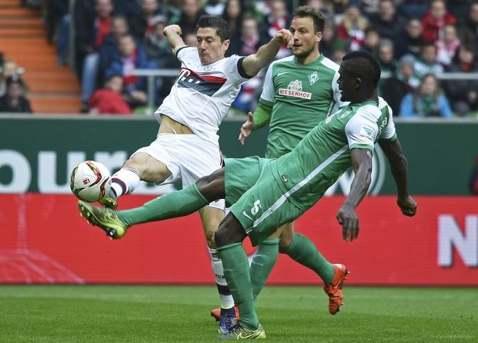 Lewandowski Bayern x Werder (Foto: Reuters)