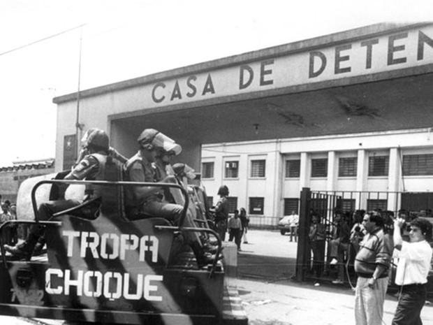Choque entra no Carandiru na tarde de 2 de outubro de 1992 (Foto: Arquivo Diário de S.Paulo)
