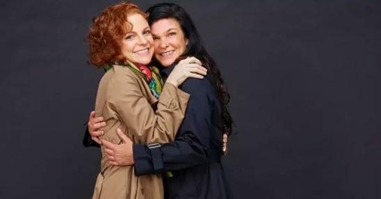 Maria Eduarda de Carvalho e Cristiana Oliveira levantam questões sobre amizade e amor em peça baseada em livro de Martha Medeiros (Foto: Nana Moraes)