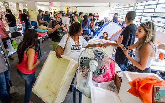 Estudantes  em escola Diadema.Eles desocuparam a escola quando o secretário recebeu suas reivindicações (Foto:  Carla Carniel/FramePhoto/Folhapress)