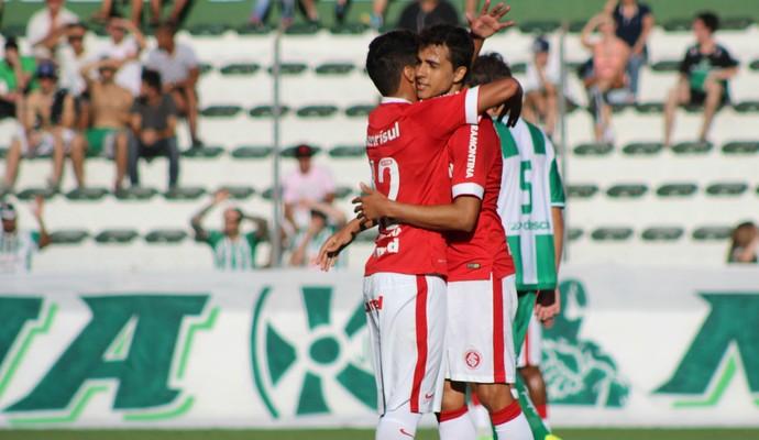 Nilmar comemora gol contra o Juventude (Foto: Diego Guichard)