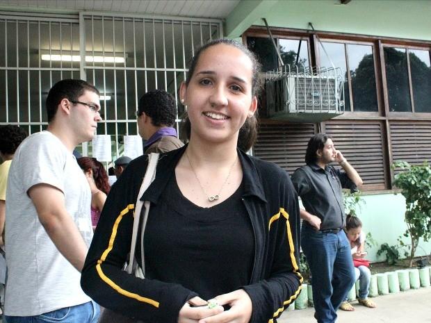 Bruna de Oliveira Leite achou as provas do segundo dia mais fáceis por serem mais direcionadas (Foto: Camila Henriques/G1 AM)