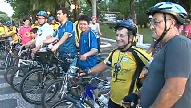 Ciclistas praticam esporte e aproveitam o fim de tarde (Foto: Reprodução)
