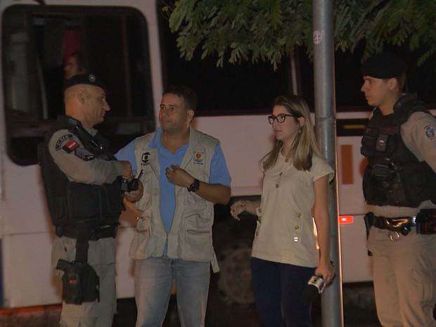 Repórter da TV Paraíba chamou a Polícia MIlitar logo depois do crime, mas o suspeito não foi localizado (Foto: Reprodução/TV Paraíba)