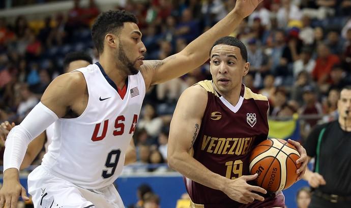 Denzel Valentine, camisa 9 da seleção americana (Foto: Tom Szczerbowski/Reuters)