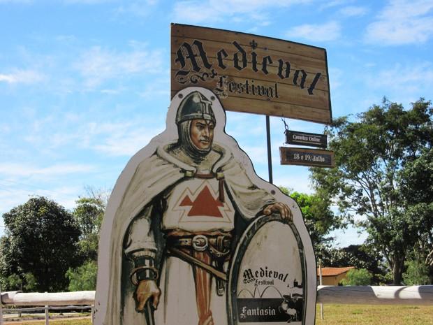 Entrada do Festival Medieval, no Centro Hípico do Lago Sul (Foto: Isabella Calzolari/G1)