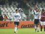 Turco estreia com gol, Coritiba vence o Atlético-PR e sai da zona de degola