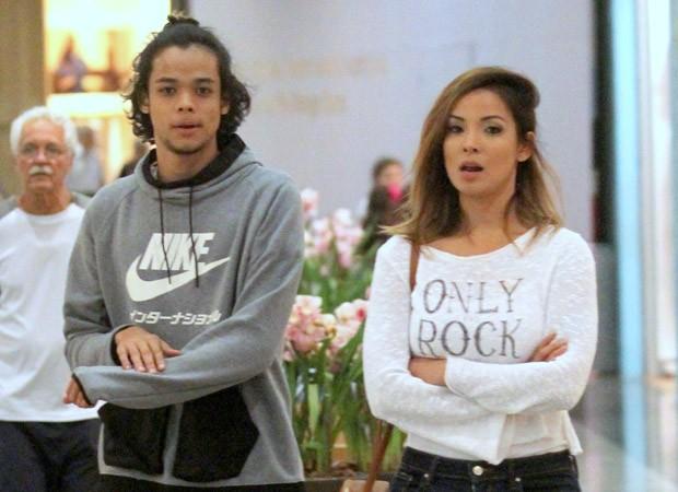 Carol Nakamura e o filho, Juan (Foto: AgNews)