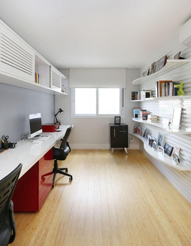 Cores vibrantes trazem ar moderno para apartamento de jovens recém-casados  (Foto: Divulgação)