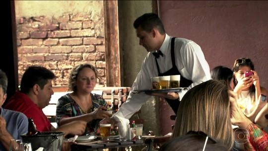 Congresso aprova lei que regulariza a gorjeta paga nos restaurantes