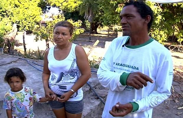 Luis Carlos e sua família estão entre os que tentam preservar a região (Foto: Reprodução/TV Anhanguera)