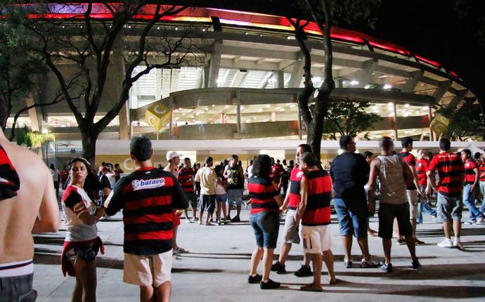 torcida do Flamengo chegada Maracanã (Foto: Reginaldo Pimenta / Agência O Globo)