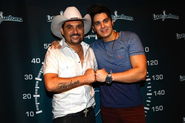 Luan Santana e Edson antes de show em São Paulo (Foto: Iwi Onodera/ EGO)