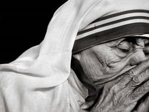 Exposição fala sobre a vida de Madre Teresa de Calcutá (Foto: Divulgação)