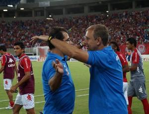 Marcelo Martelotte e Júnior - técnico do América-RN (Foto: Augusto Gomes/GloboEsporte.com)