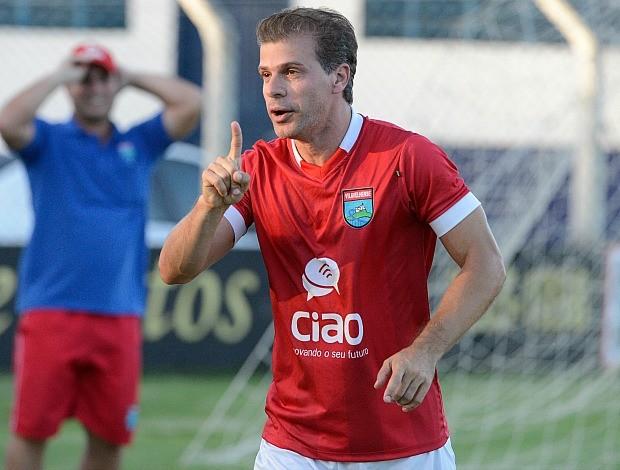 Túlio Maravilha, atacante da Vilavelhense, comemora o gol 999 (Foto: Edson Chagas/A Gazeta)