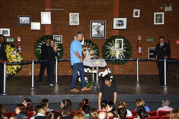 Palco do Teatro Ipanema recebe homenagens para José Wilker (Foto: Marcello Sá Barretto / AgNews)