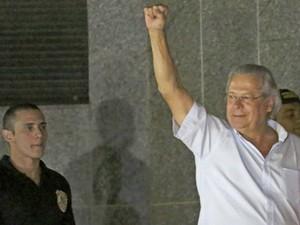 José Dirceu ao se apresentar à Polícia Federal  (Foto: Reuters)