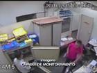 Homem reage a assalto, mas desiste de brigar após disparo; vídeo