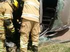 Van capota após colisão com dois carros e um caminhão no DF