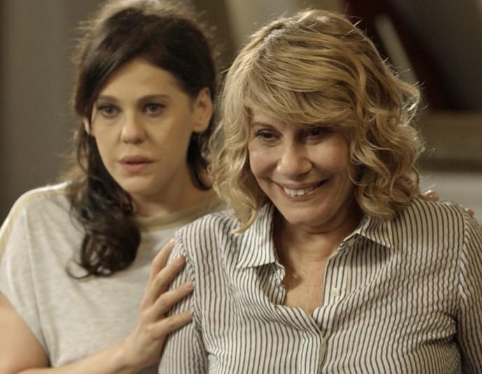 Nora fica emocionada ao ver Aninha (Foto: TV Globo)