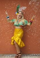 Aos 25, Carla Diaz comemora 15 anos de carnaval com ensaio à fantasia