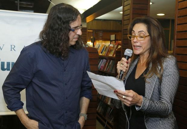 Torloni lê homenagem ao escritor (Foto: Roberto Filho/AgNews)