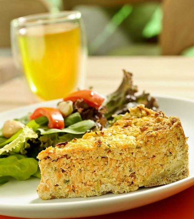 Torta de cenoura com alho-poró e queijo gruyère, da The Gourmet Tea (Foto: Tadeu Brunelli / Divulgação)