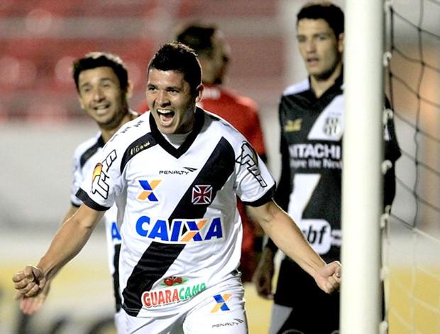 Diego Renan comemoração jogo Ponte Preta x Vasco Copa do Brasil (Foto: Marcelo Sadio / Site Oficial do Vasco)