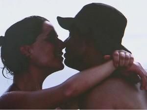 Casal morre após ser atingido por raio em Bertioga, SP (Foto: Reprodução/TV Tribuna)