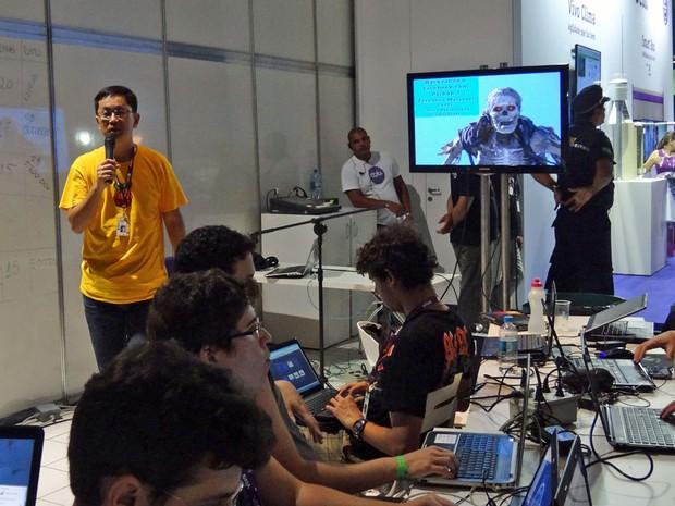 Professor Fernando Masanori reforçou que o hacker não é necessariamente uma coisa negativa ou ilegal (Foto: Priscila Miranda / G1)