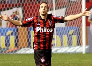 Branquinho gol Atlético-PR (Foto: Ag. Estado)
