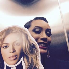 Taís Araújo posa com máscara de Beyoncé (Foto: Instagram/ Reprodução)