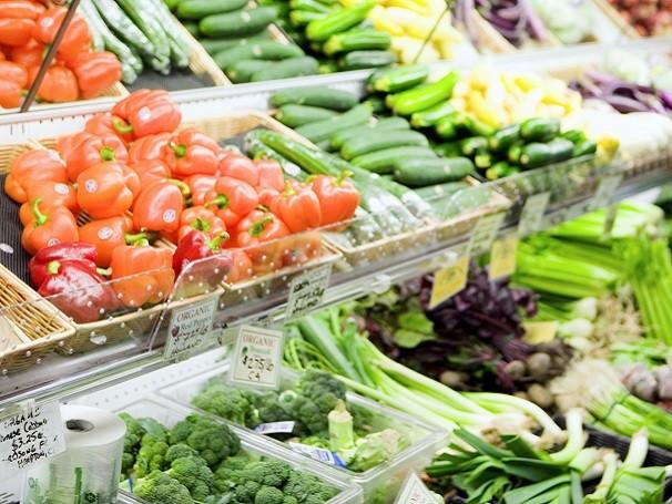 Alimentos orgânicos parecem mais caros, mas dispensam uma série de gastos com recuperação ambiental que vêm por meio de impostos (Foto: Thinkstock/ Getty Images)