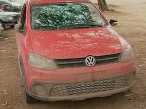 Segundo a polícia, suspeitos teriam roubado carro em Gravatá (Foto: Reprodução/ TV Asa Branca)