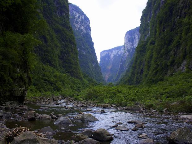 Cânions foram formados há cerca de 150 milhões de anos (Foto: Spry Video/Divulgação)