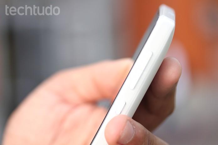 A bateria do Lumia 532 não é excepcional, mas cumpre bem seu papel (Foto: Lucas Mendes/TechTudo)