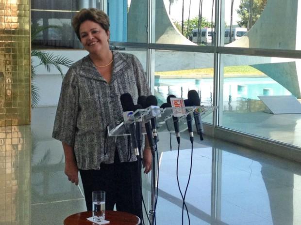 A presidente Dilma Rousseff concede entrevista na residência oficial do Palácio da Alvorada (Foto: Priscilla Mendes / G1)