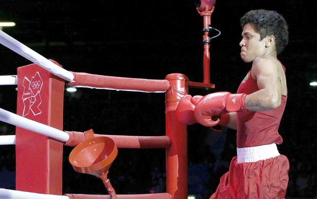 Adriana Araújo na luta de boxe contra Sofya Ochigava (Foto: EFE)