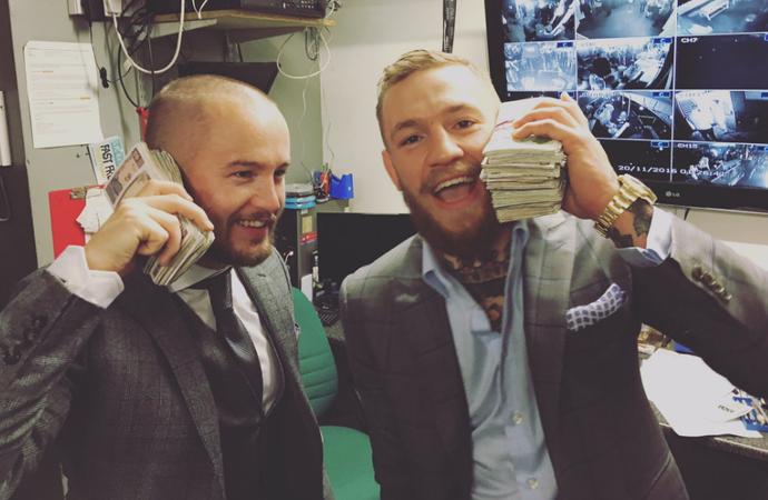 Conor McGregor dinheiro (Foto: Reprodução Twitter)
