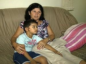 Vilma e o neto sofreram ferimentos leves: 'Foi um milagre' (Foto: Reprodução/TV Anhanguera)