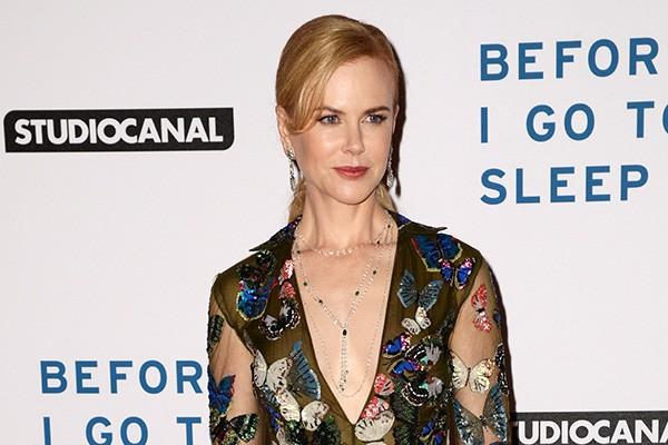 """Nicole Kidman começou a superar seu medo de borboletas recentemente, usando um vestido cheio de figuras do inseto para um evento. """"Não gosto do corpo delas. Já fiz de tudo, mas morro de medo delas"""", disse a atriz em entrevista para a revista InStyle. (Foto: Getty Images)"""