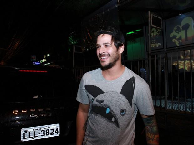 Ex-BBB Rafinha em boate no Rio (Foto: Raphael Mesquita e Clayton Militão/ Foto Rio News)