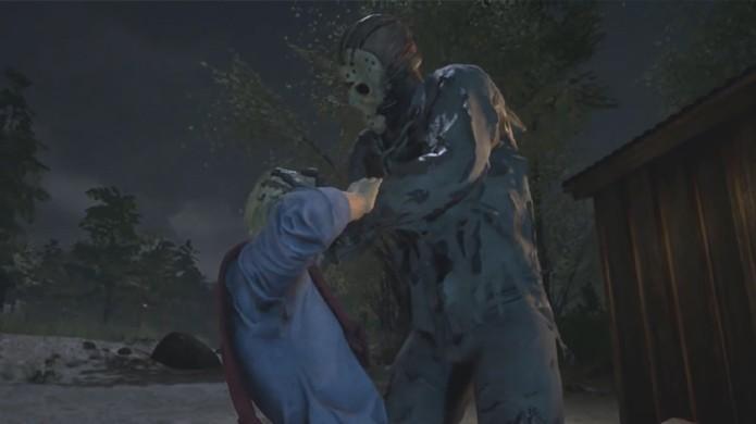 O assassino Jason Voorhees executa suas vítimas de maneira violenta no game Friday the 13th baseado em Sexta-Feira 13 (Foto: Reprodução/YouTube)