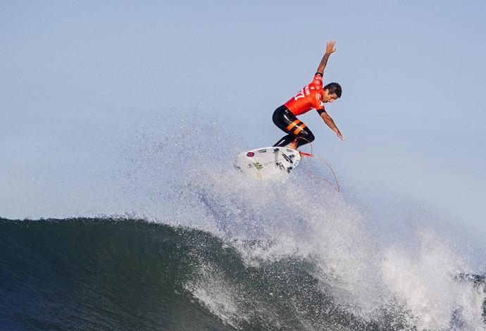 Filipe Toledo surfe (Foto: Sean Rowland/WSL)